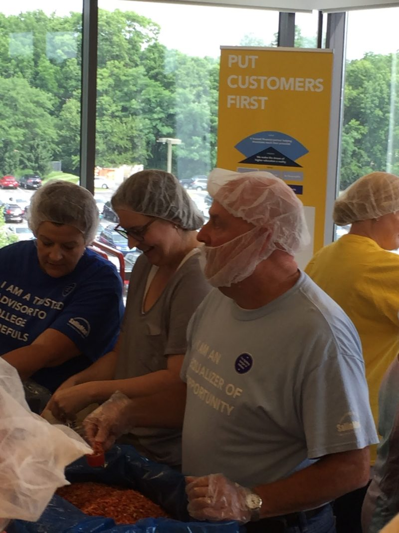 Sallie Mae Indianapolis Employees Volunteer with Million Meal Movement